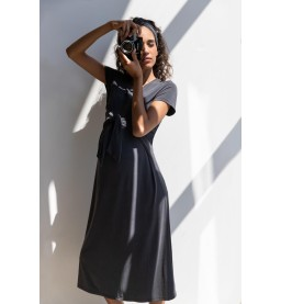 Kleid mit eingenähtem Bindebändel